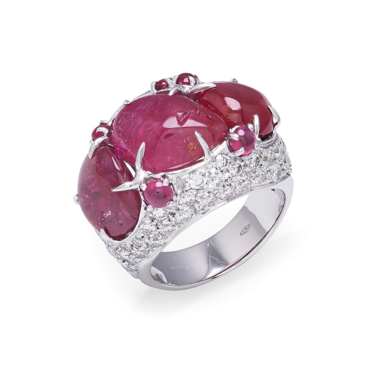 Anello in oro bianco con Rubini Burma e Diamanti