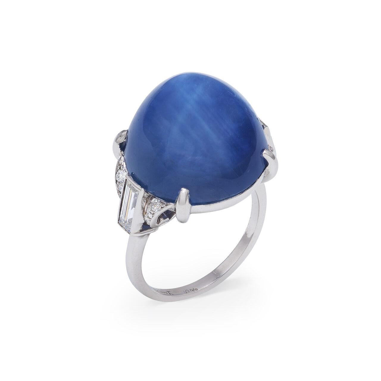 Anello d'epoca in platino con zaffiro stellato e diamanti