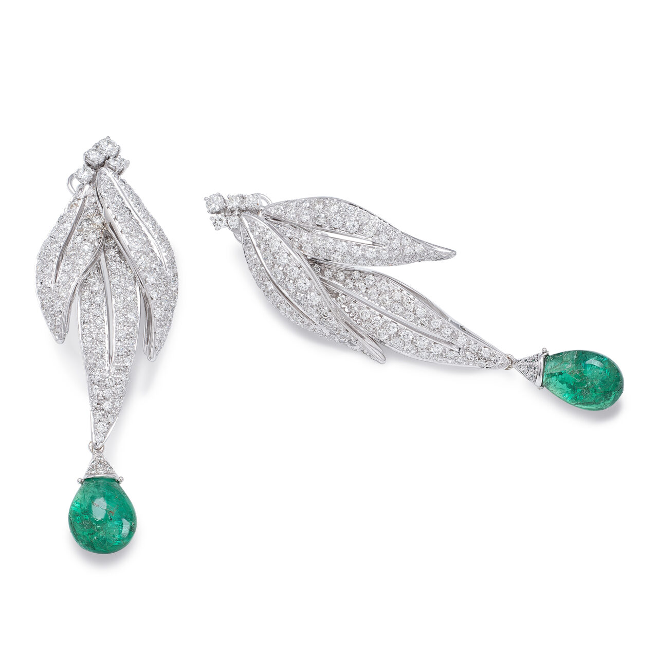 White gold earrings with diamonds and cabochon emeralds