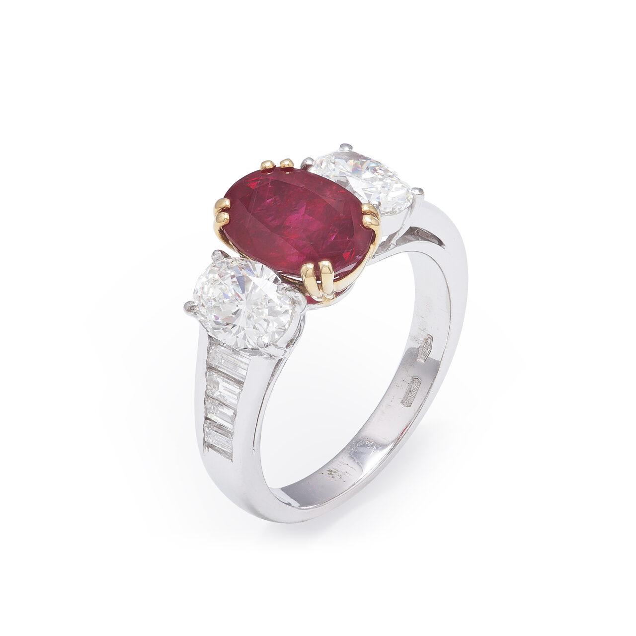 Anello d'epoca in oro bianco con Rubino Burma e Diamanti