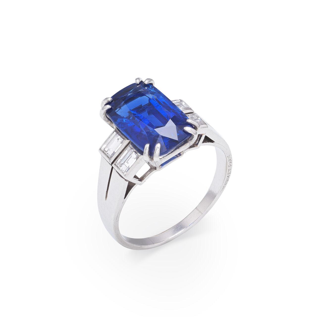 Anello d'epoca in platino con Zaffiro Burma e Diamanti