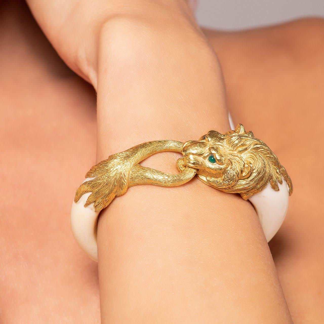 Bracciale Leone in Avorio e Oro Giallo 18k indossato